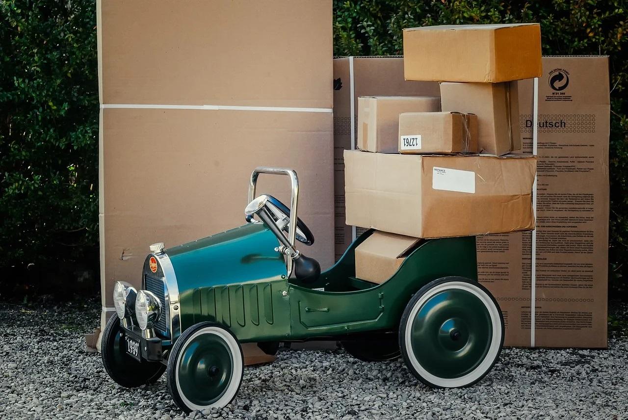 Auto s krabicemi