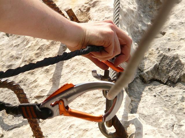 karabiny na laně