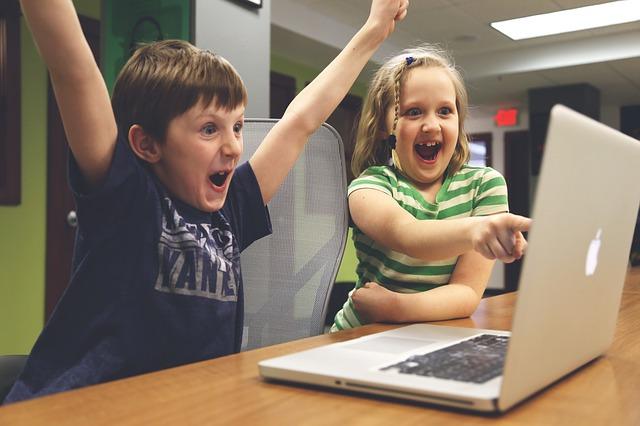děti u počítače