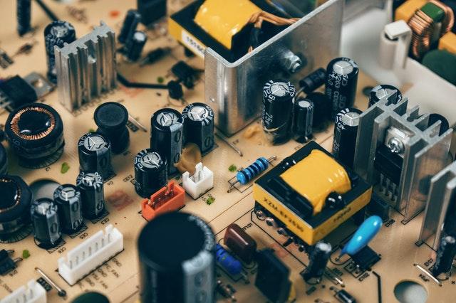 Široká nabídka zásuvek a vypínačů pro váš byt