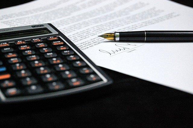 kalkulačka, smlouva, podpis, pero