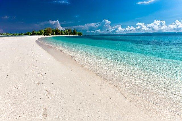 písek na pláži