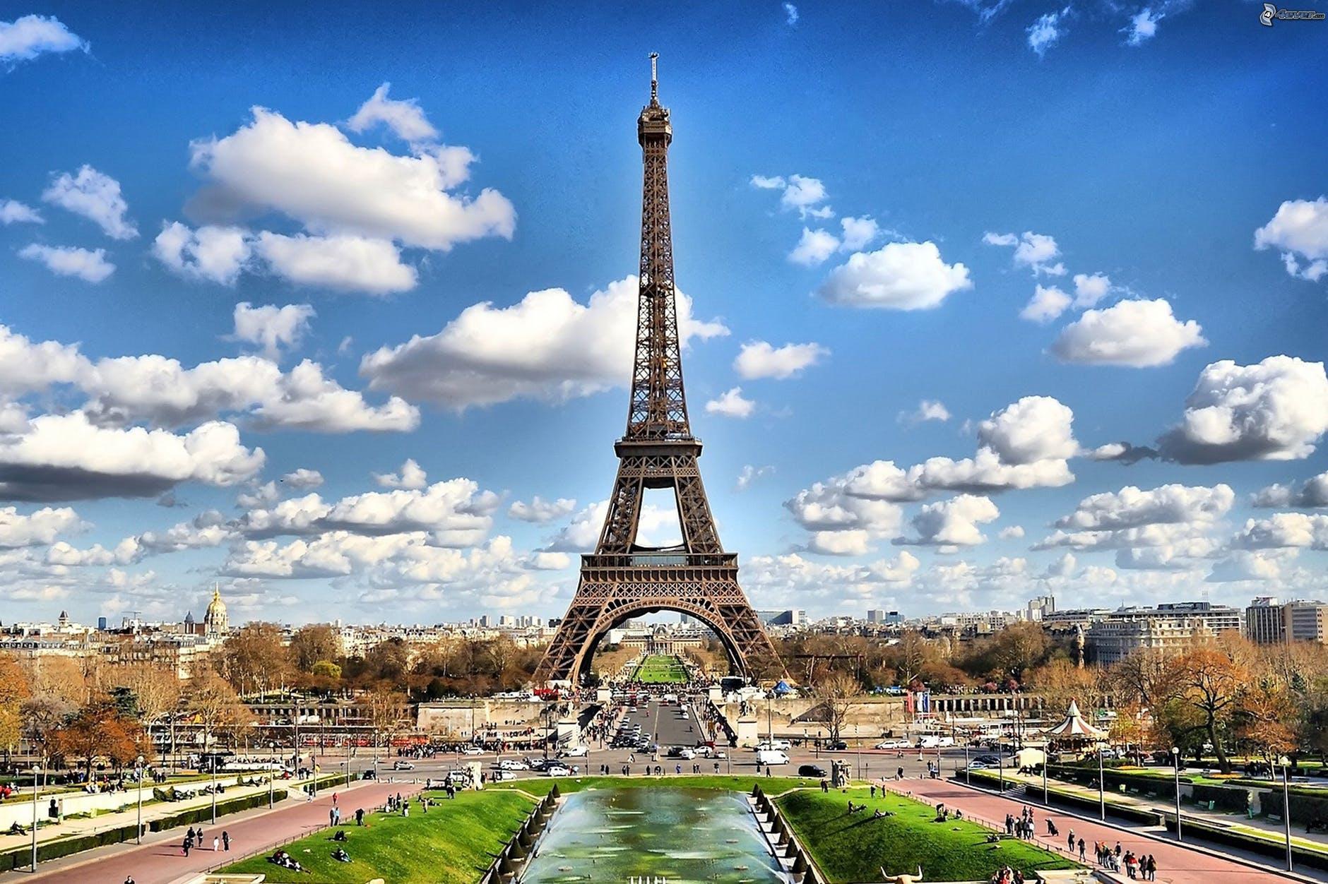 panorama s Eiffelovou věží