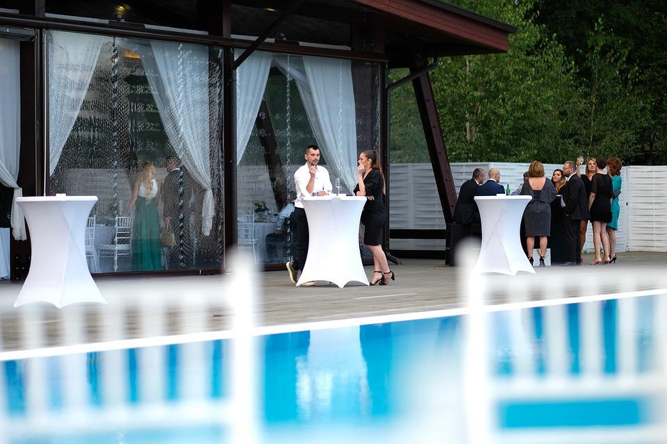 slavnost u bazénu